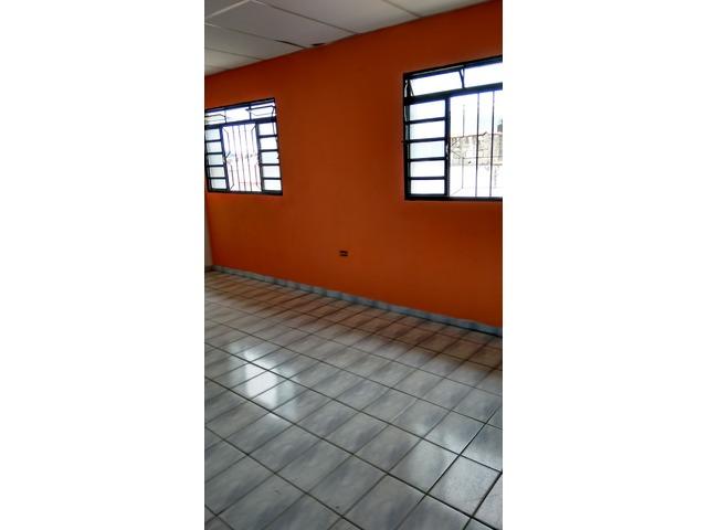 Aluga-Se Casa 03 Cômodos no Centro...