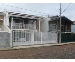 Ótima casa no centro de Piracaia